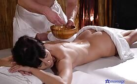[Massage Rooms] (Foxy Client's Oily Massage With Footjob Ends In Cumshot!)