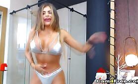 Seductive Babe Pleasures Herself live on cam