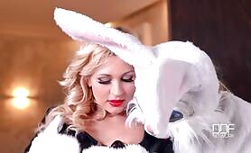 [DDFNetwork] (Sultry blonde babe Tracy Lindsay gets kinky with Easter bunny)