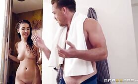 [Brazzers] Olivia Nova (Olivia Swaps Her Toy With Stepbro's Cock In The Shower)