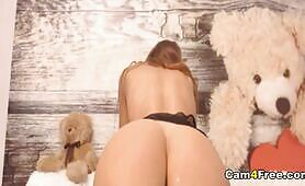 Sexy Hot Babe Playing Her Cunt Using Her Finger And Toy