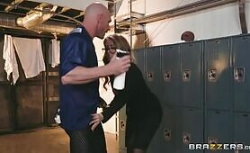 [Brazzers] Lena Paul (Gets The Scoop Of The Century From Johnny Sins)