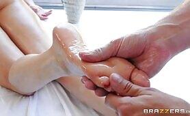 [Brazzers] Brandi Love (Brandi Love's Fit MILF Body Needs A Rubdown)