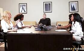 [Brazzers] Anya Ivy (Ebony boss ladies attack one big white dick on interview)
